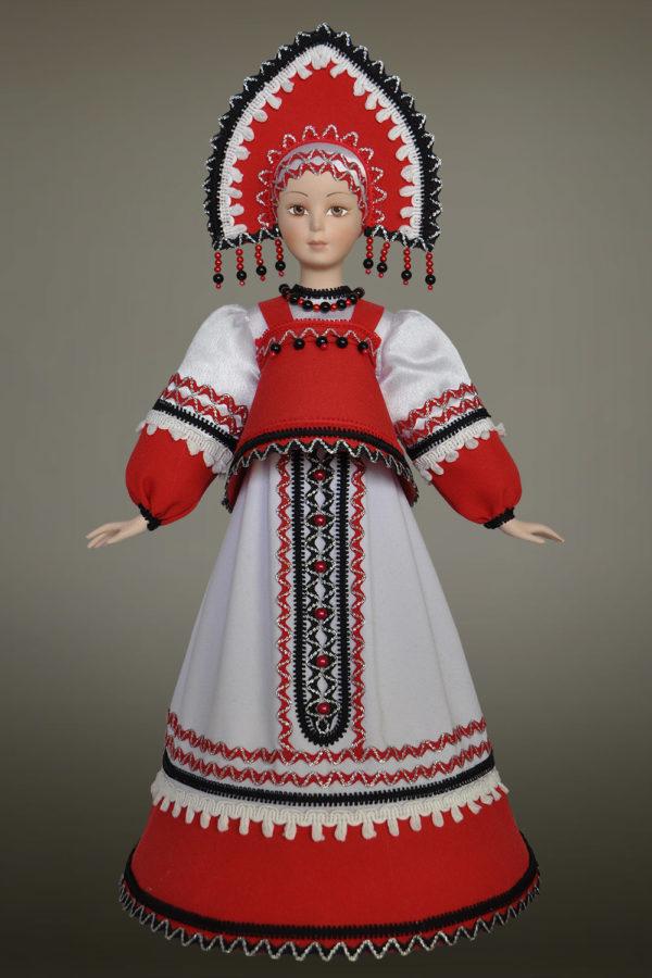 русская народная кукла в народных костюмах в кокошнике