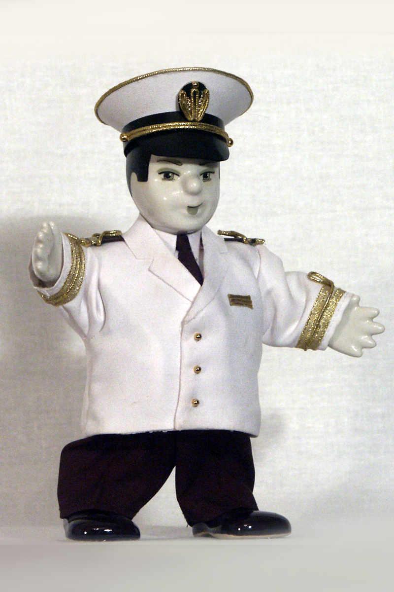 кукла капитан