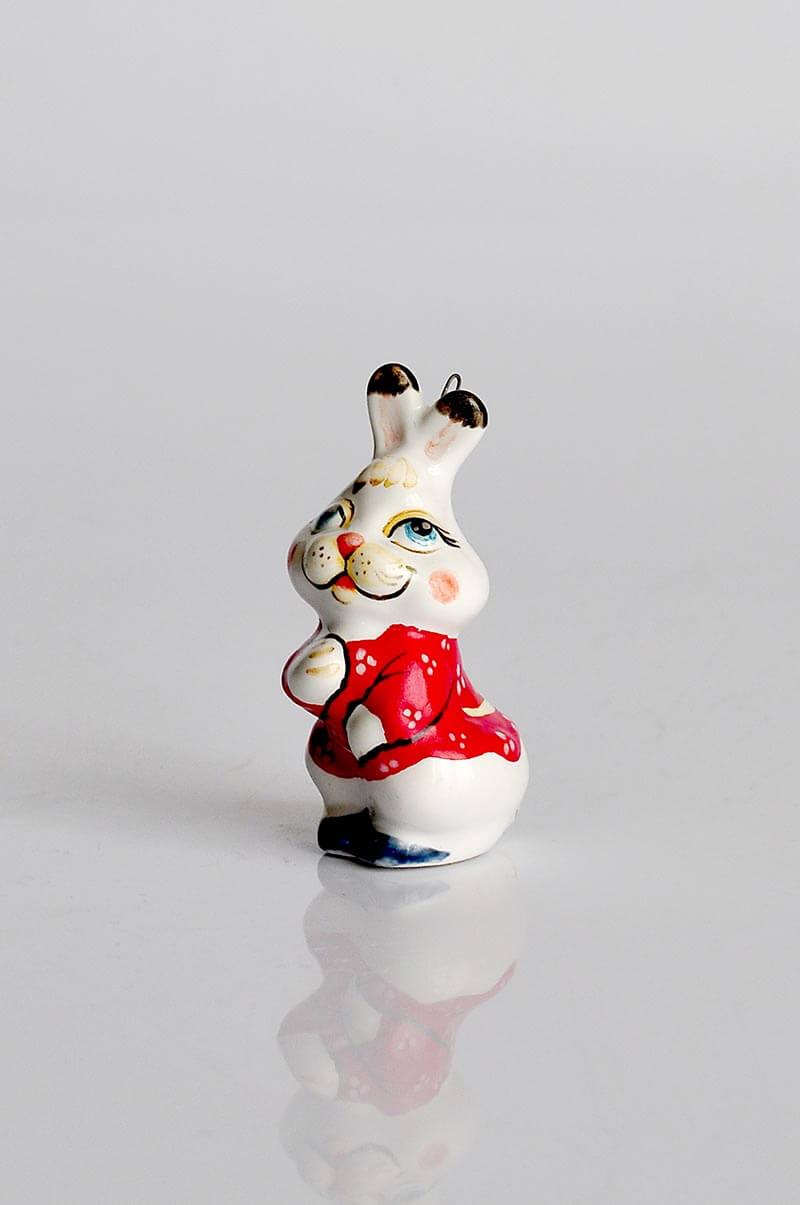 Фарфоровая игрушка заяц